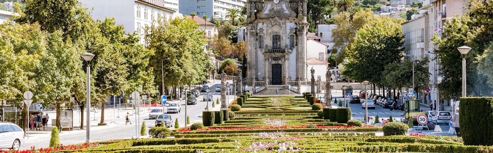 Escapada con copa de bienvenida cerca del centro histórico de Guimarães