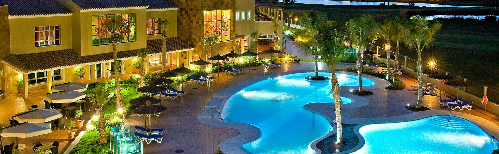 Escapada en Media pensión en un resort a un paso de la playa y muy cerca de Cádiz