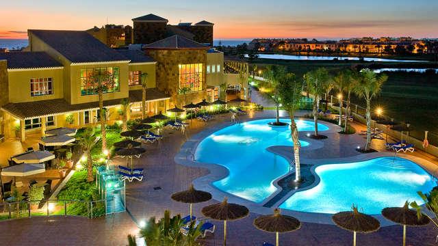 Escapada en Media pensión en un resort a 2 minutos de la playa y muy cerca de Cádiz