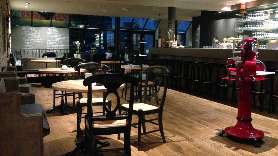 Hotel Val de Poix - EDIT_bar.jpg