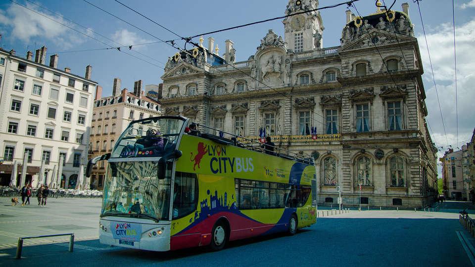 Lagrange City Lyon Lumière - edit_bus3.jpg