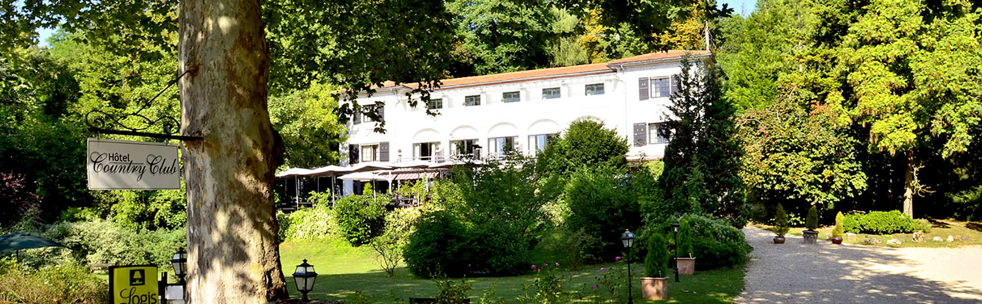 Hostellerie du Country Club - Edit_Front.jpg