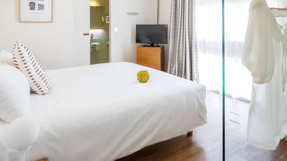 Hôtel La Pérouse - edit_room5_new.jpg