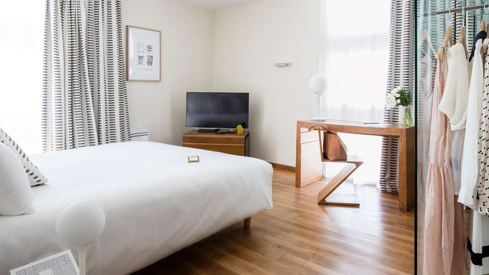 Hôtel La Pérouse - edit_room8_new.jpg