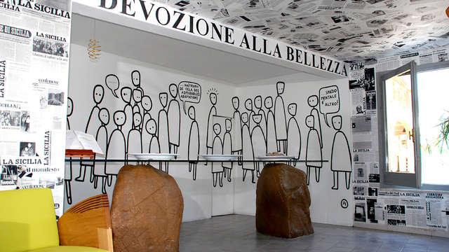 Soggiorno in Sicilia: in camera d'arte di un hotel-museo sulla costa di Castel di Tusa
