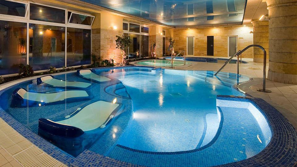 Elba Estepona Gran Hotel & Thalasso Spa - EDIT_piscina7.jpg