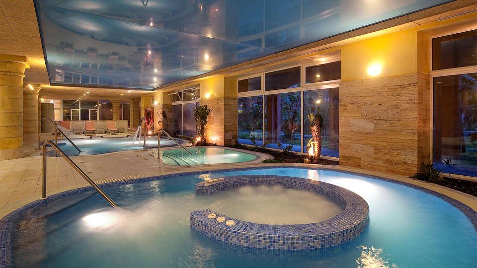 Elba Estepona Gran Hotel & Thalasso Spa - EDIT_piscina6.jpg