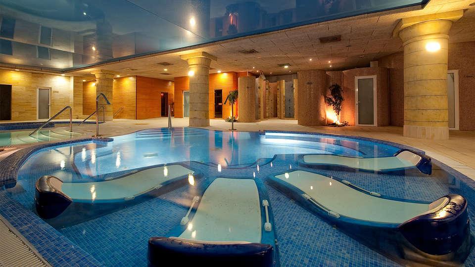 Elba Estepona Gran Hotel & Thalasso Spa - EDIT_piscina8.jpg