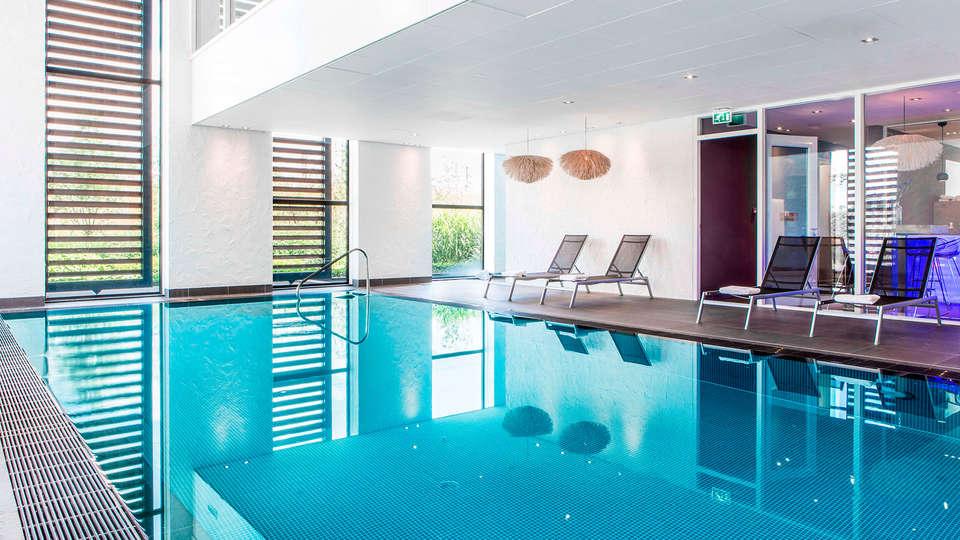 Van der Valk Hotel Breukelen - EDIT_pool.jpg