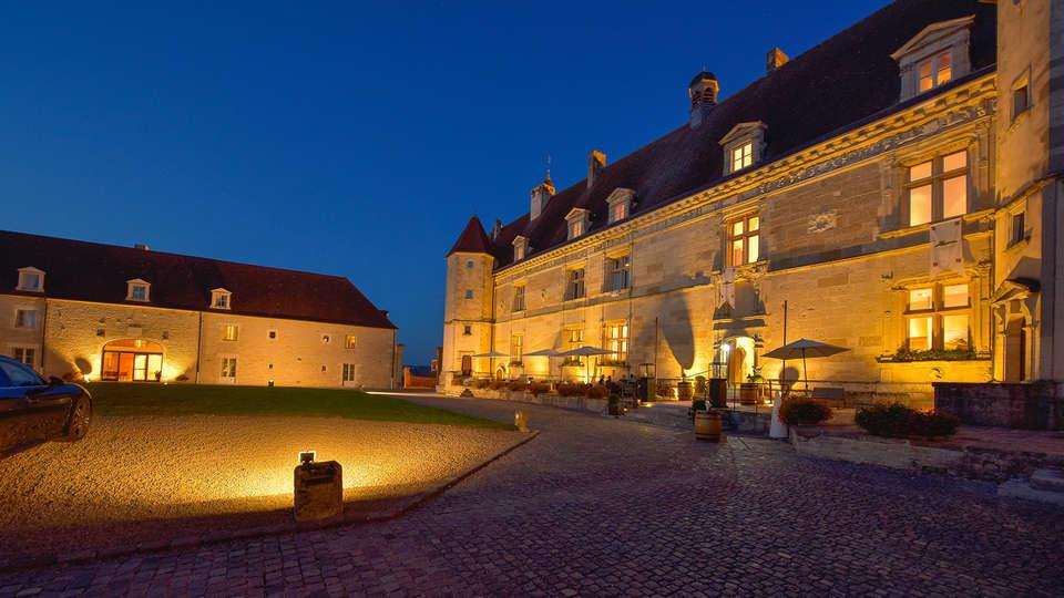 Hôtel Golf Château de Chailly - edit_front_night.jpg