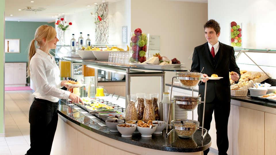 Mercure Hotel Köln West (Cologne / Keulen) - EDIT_buffet.jpg