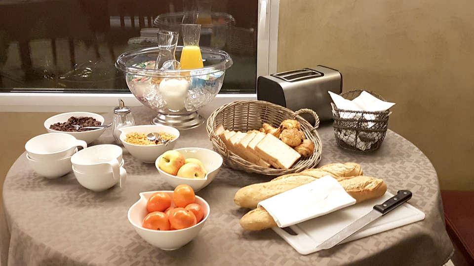 Le Place Neuve - Edit_breakfast.jpg