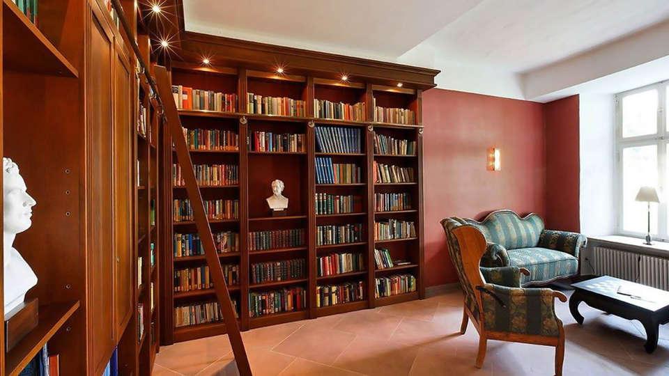 Hotel Schloß Gehrden  - Edit_Biblio.jpg