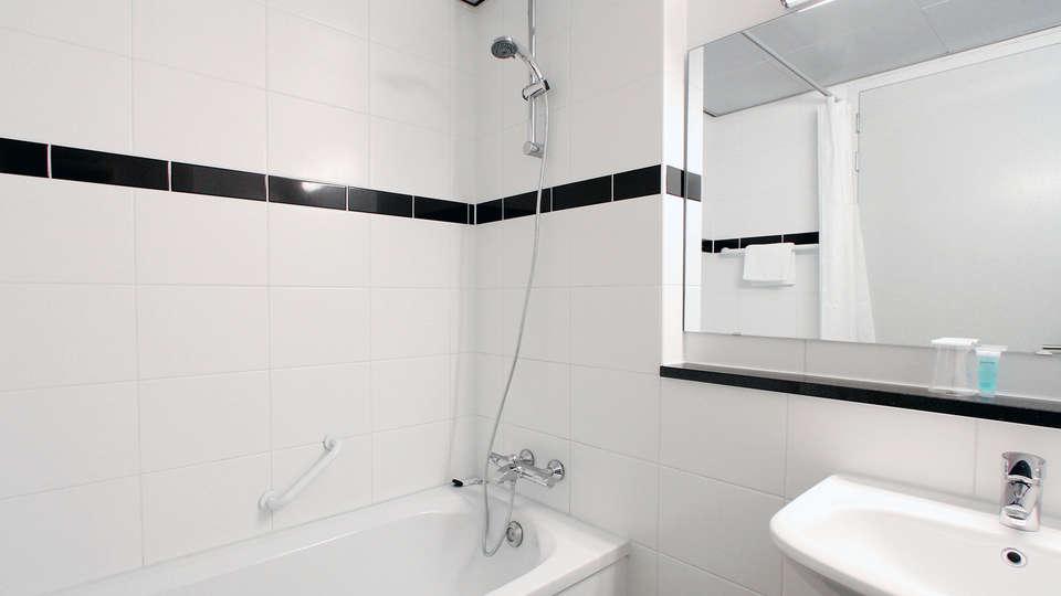 Bastion Hotel Rotterdam Alexander - Edit_Bathroom.jpg
