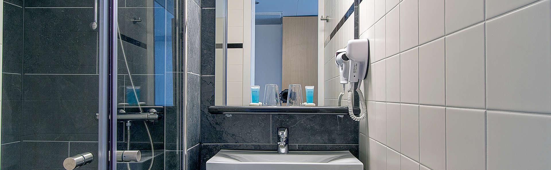Bastion Hotel Roosendaal - Edit_Bathroom2.jpg