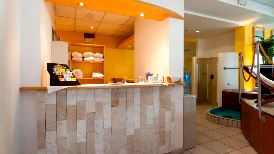 Hotel Villa Sorriso - Edit_reception.jpg
