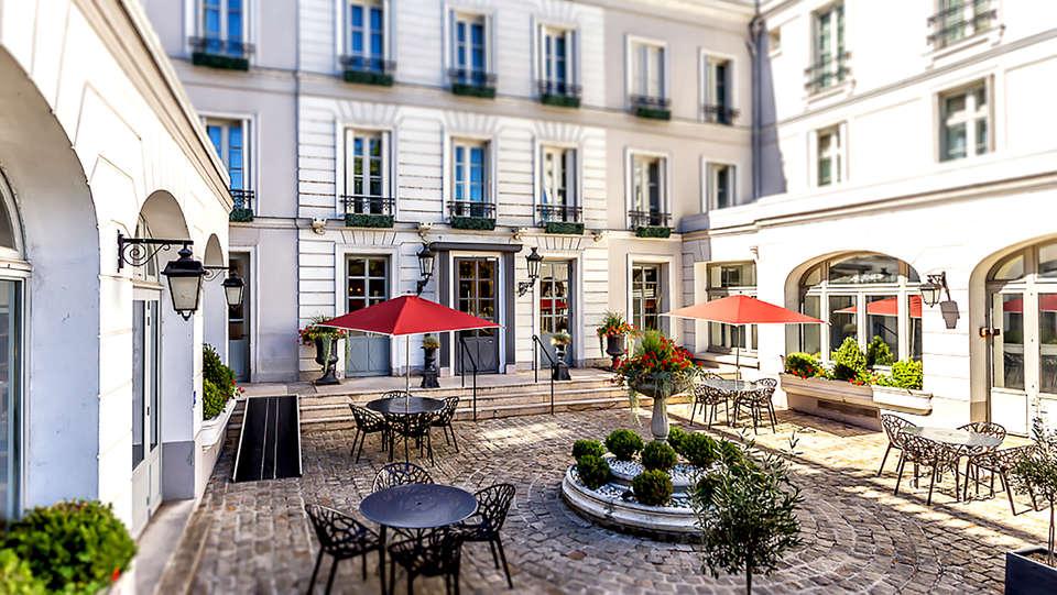 L'Aigle Noir Hôtel - Edit_Terrace2.jpg