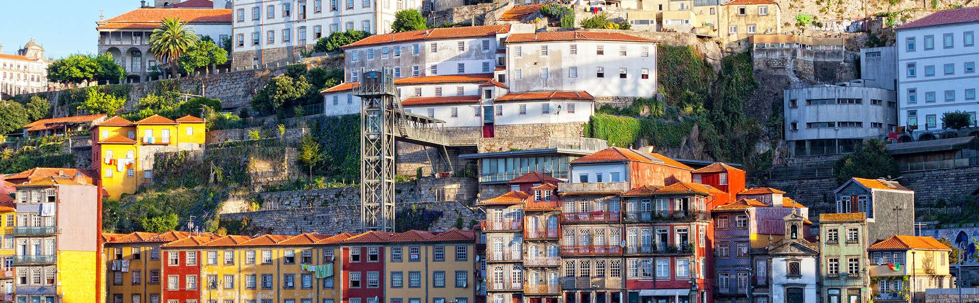 Évadez-vous avec un itinéraire à travers la ville de Porto et logez-vous dans un bel hôtel charmant