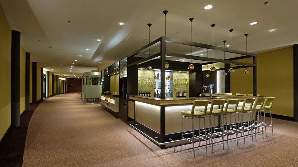 Van der Valk Hotel Ridderkerk - EDIT_bar1.jpg
