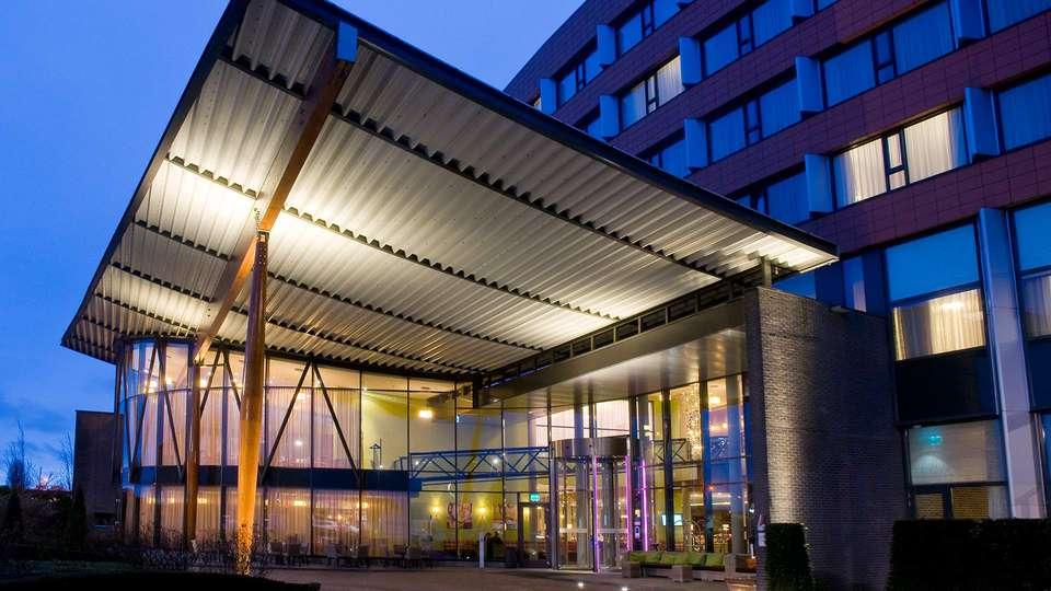 Van der Valk Hotel Ridderkerk - EDIT_front.jpg