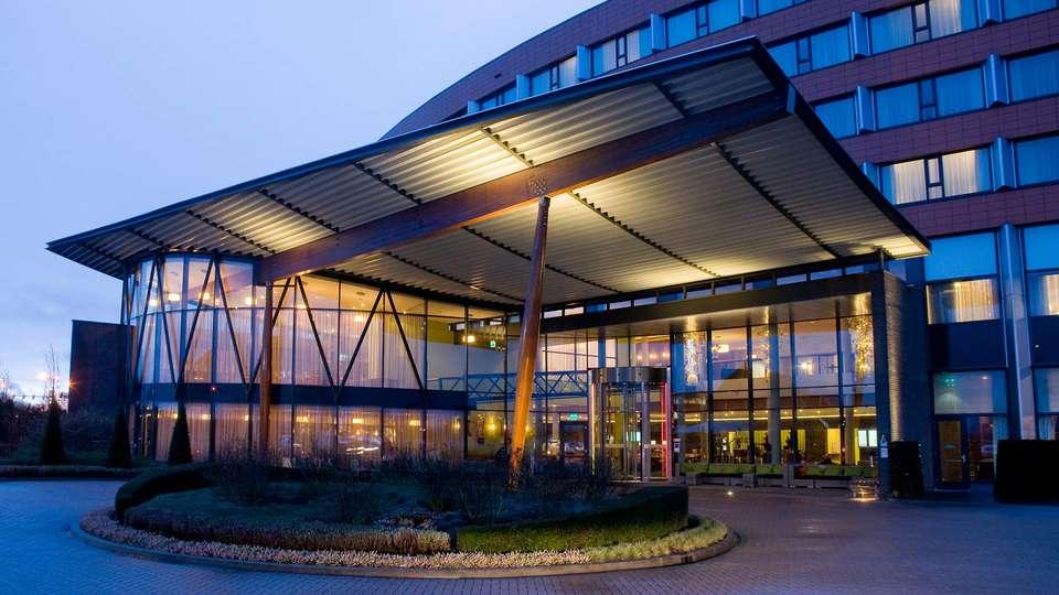 Van der Valk Hotel Ridderkerk - EDIT_front1.jpg