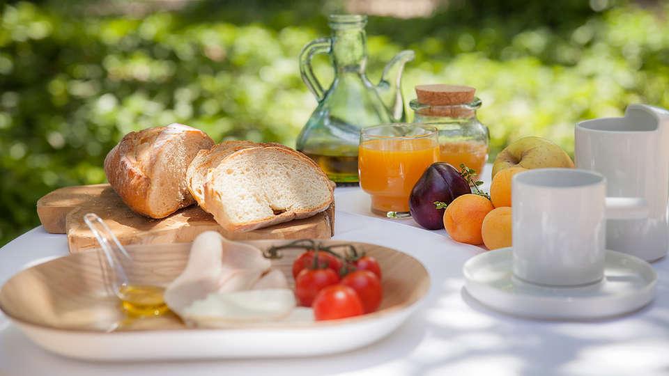 Confluent Health Resort - EDIT_breakfast.jpg