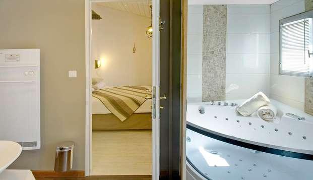 Hotel Restaurant et SPA Plaisir - bathroom