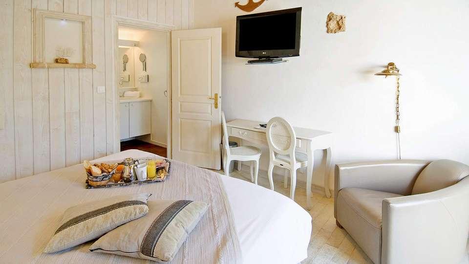 Hôtel  Restaurant et SPA Plaisir - EDIT_room3.jpg
