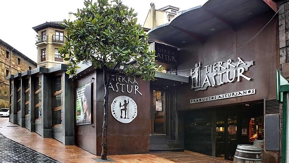 Hotel Oca Santo Domingo Plaza - EDIT_bar4.jpg