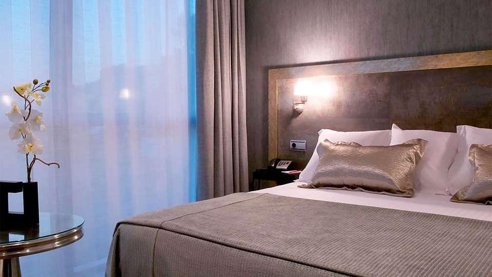 Hotel Oca Santo Domingo Plaza - EDIT_room8.jpg