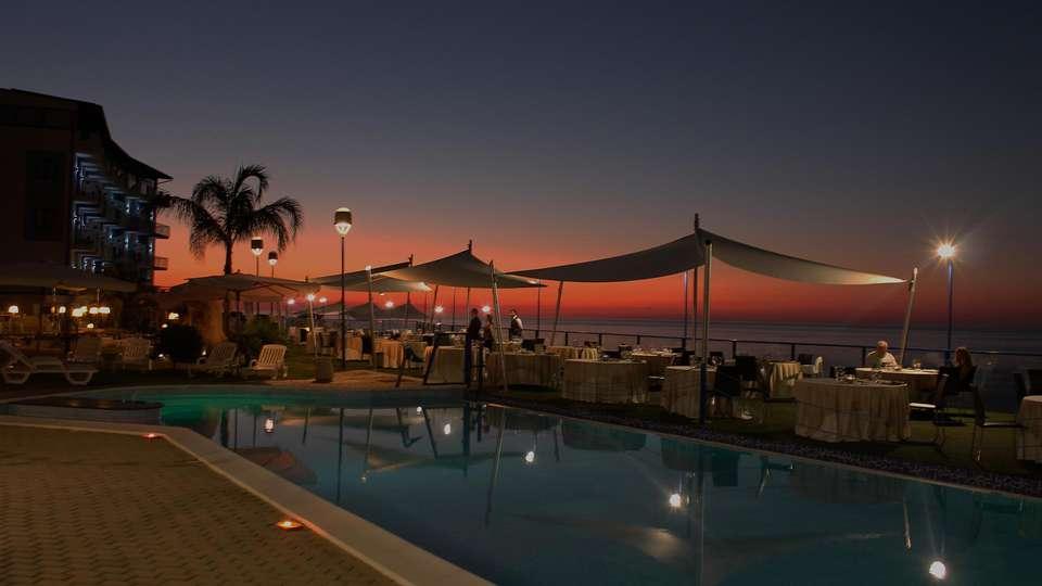 Tus' Hotel - edit_new_pool1.jpg