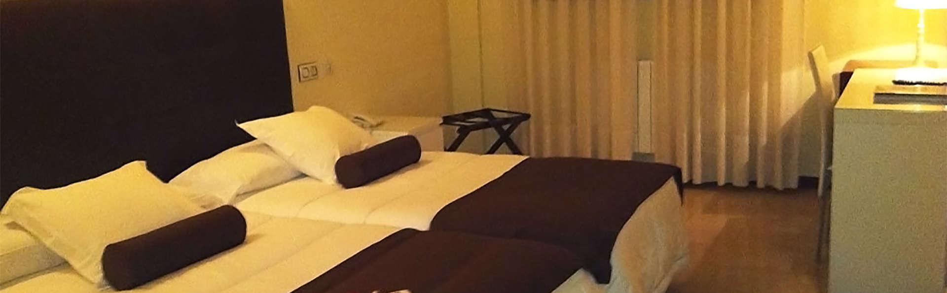 Hotel Emperatriz III - EDIT_room3.jpg