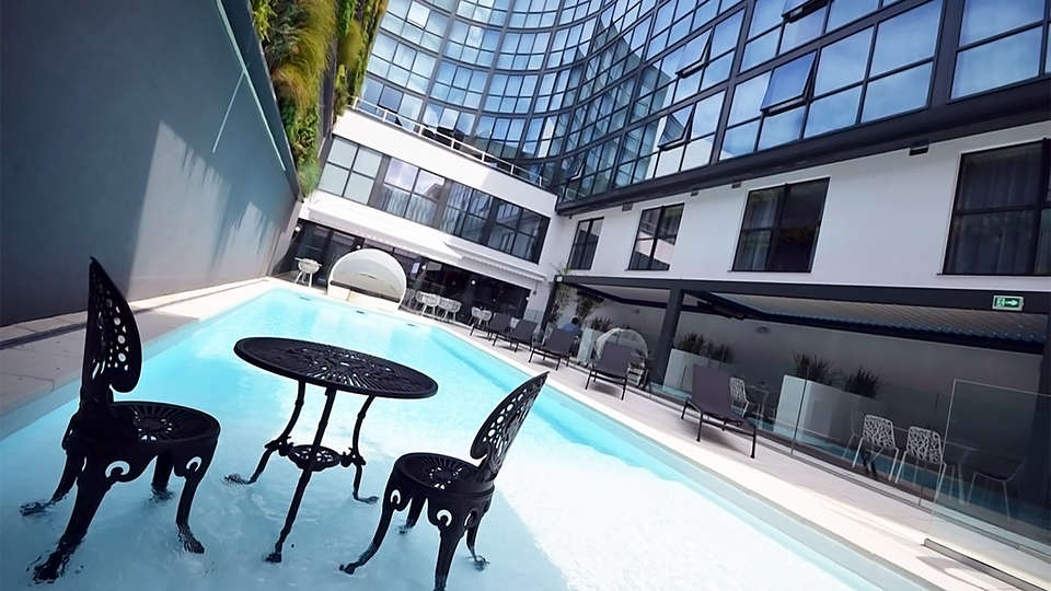 Holiday Inn Dijon Toison d'Or - EDIT_pool2.jpg