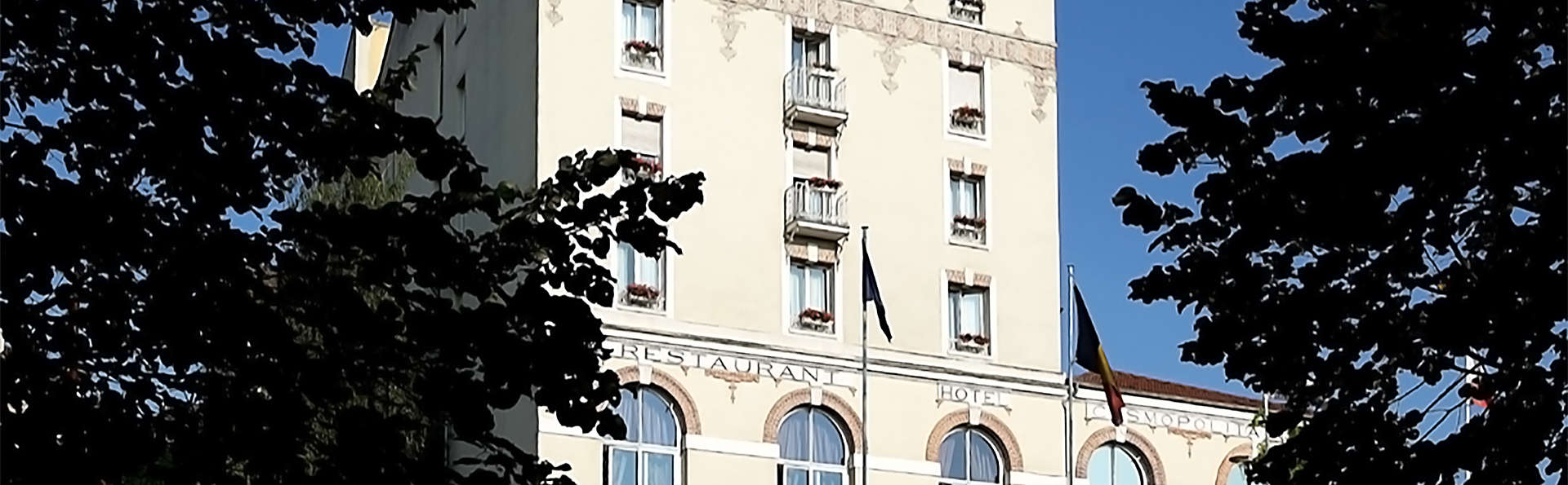 Hôtel Club Cosmos & Spa - EDIT_facade.jpg