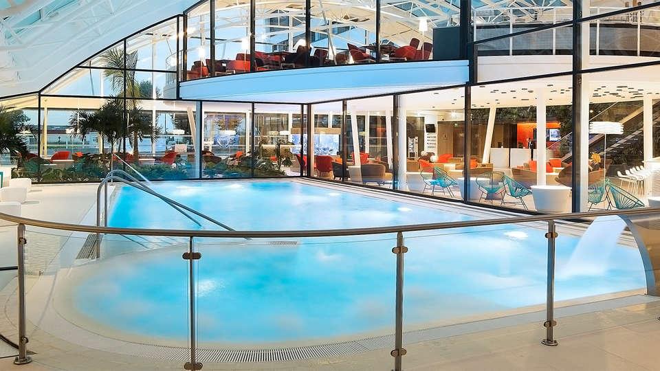 Oceania Paris Roissy CDG - EDIT_pool4.jpg