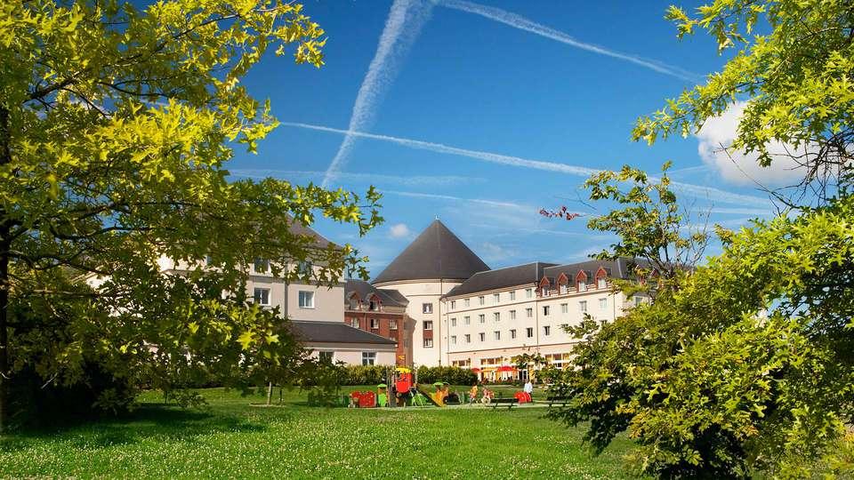 Vienna House Magic Circus Hotel Paris - EDIT_front.jpg
