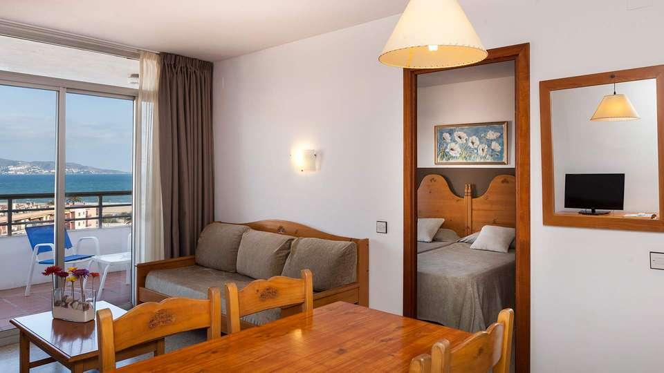 Aparthotel Xon's Platja - EDIT_room1.jpg
