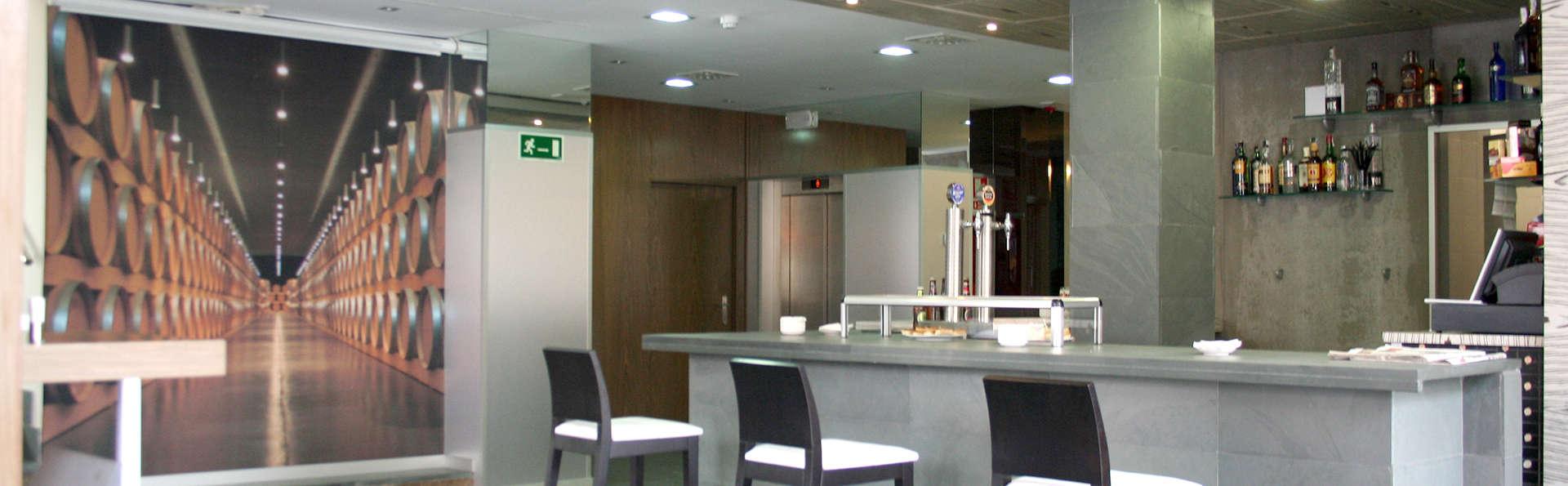Duero Hotel  - Edit_Bar.jpg