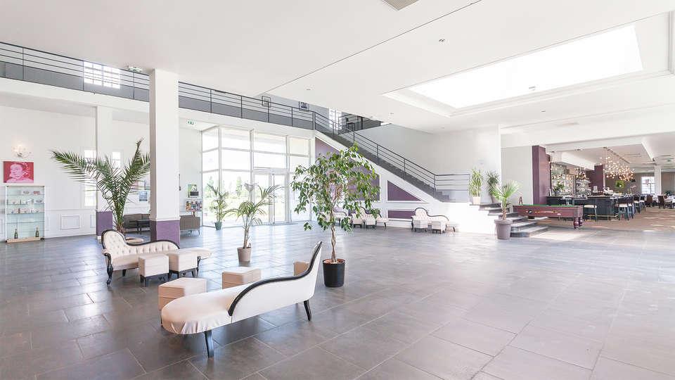 Villa Bellagio Amboise - EDIT_hall.jpg
