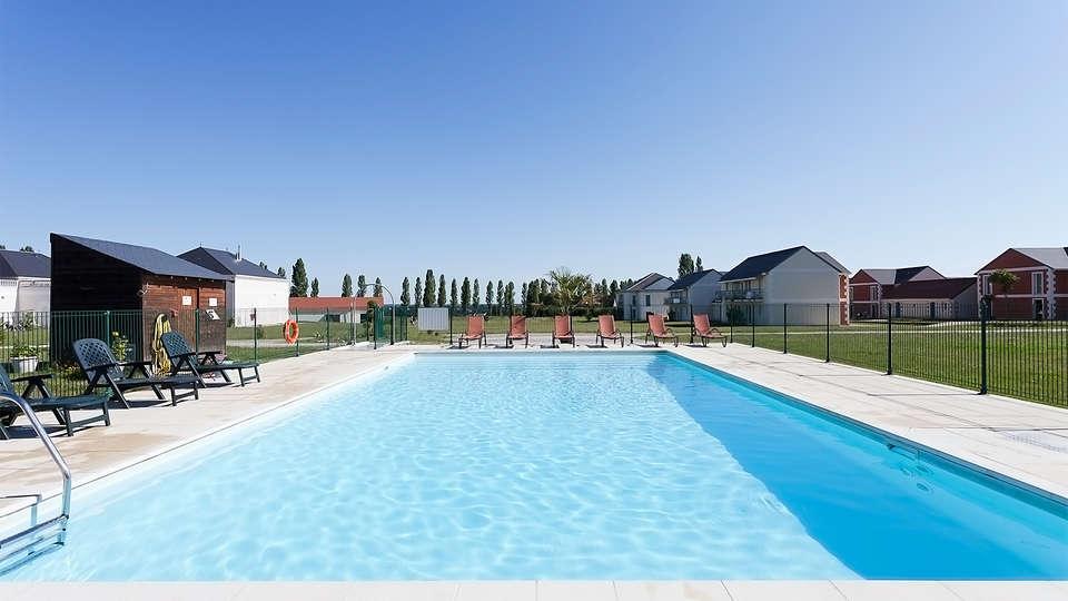 Villa Bellagio Amboise - EDIT_pool2.jpg