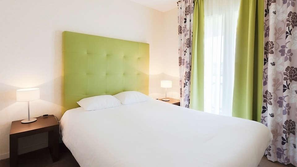 Villa Bellagio Amboise - EDIT_room2.jpg