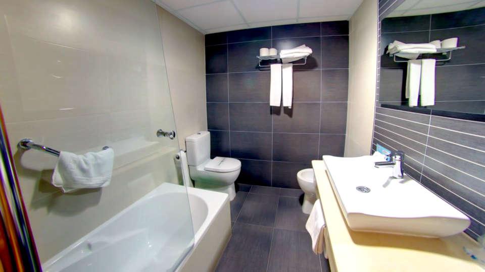 Balneario San Andrés - Edit_Bathroom.jpg