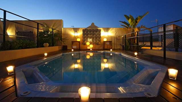 Descubre el corazón de Sevilla en un hotel 4* situado en el propio centro con jacuzzi en la terraza