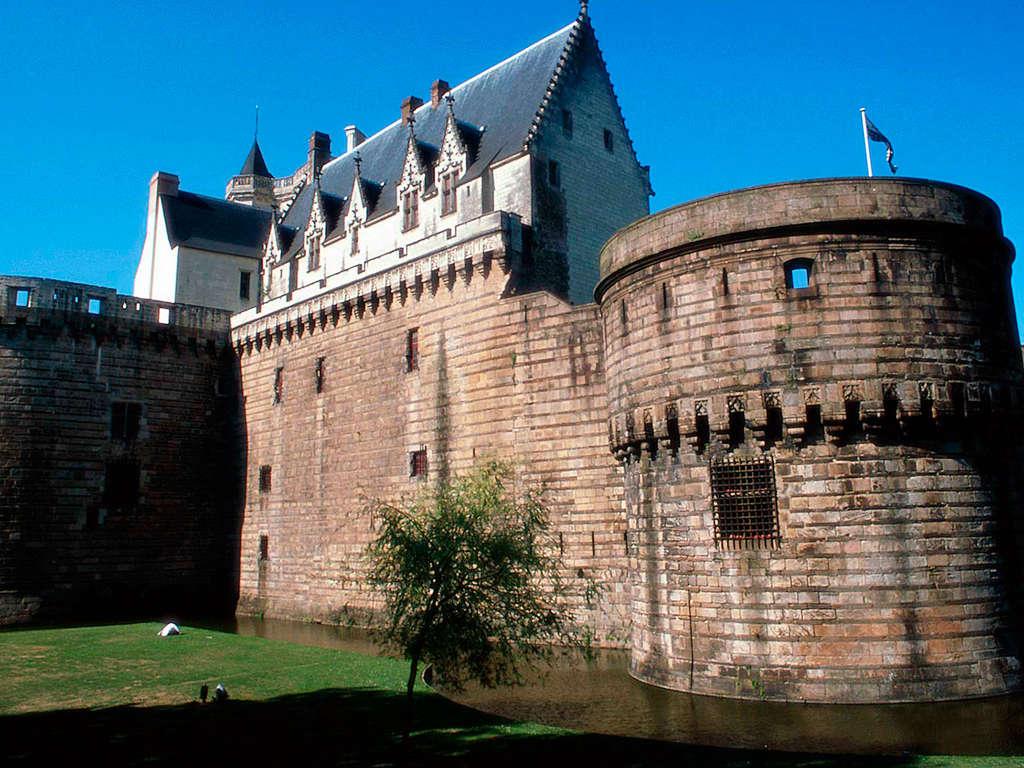 Laissez-vous séduire par les quais de la Loire à Nantes 4*