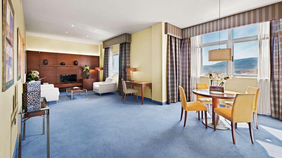 Elba Almería Business & Convention Hotel - edit_Suite.jpg