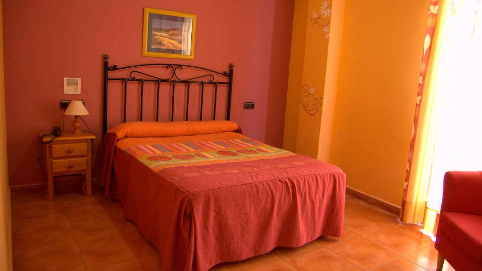 Hotel Quéntar - edit_room2.jpg