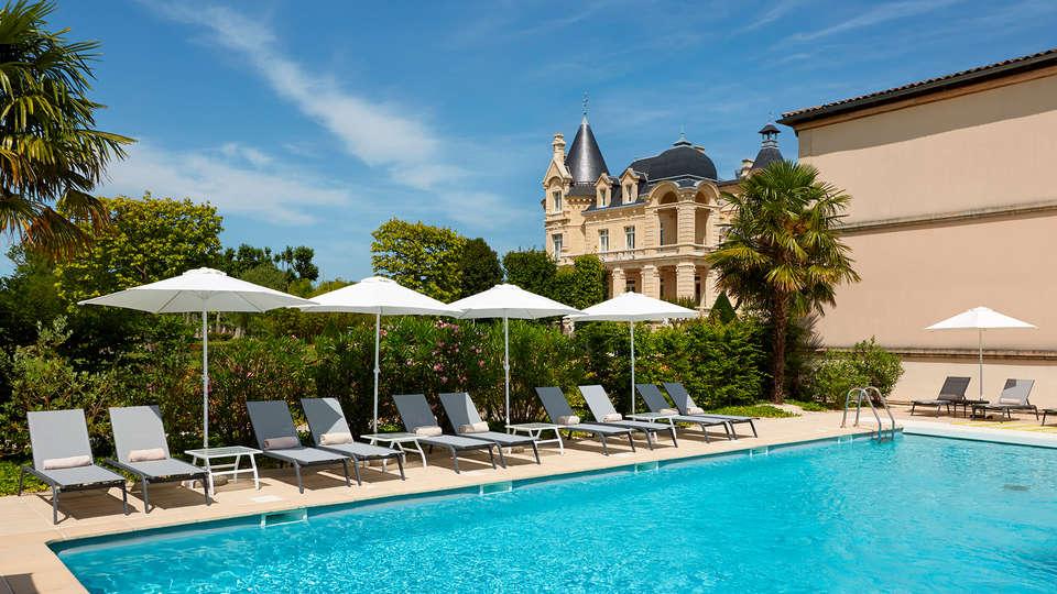 Hôtel Château Et Spa Grand Barrail - edit_Piscine.jpg