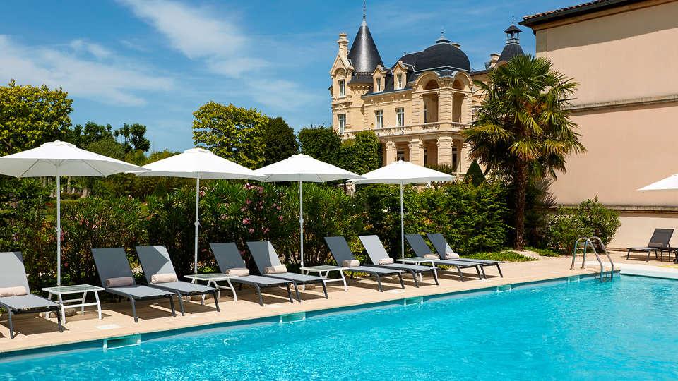 Hôtel Château Et Spa Grand Barrail - edit_Piscine-3.jpg