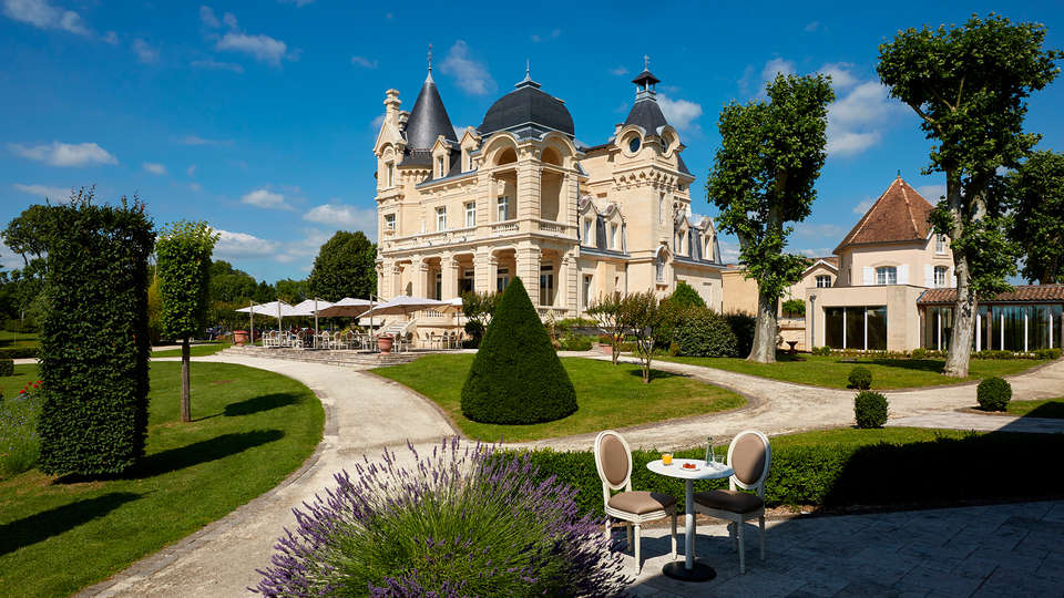 Hôtel Château Et Spa Grand Barrail - edit_Vue-sur-parc-5.jpg