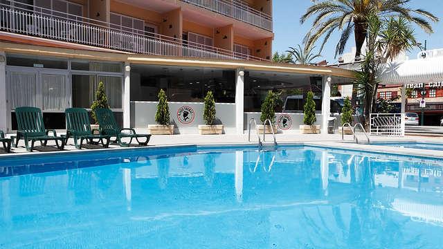 Conoce Lloret de mar en este moderno hotel con media pensión incluida